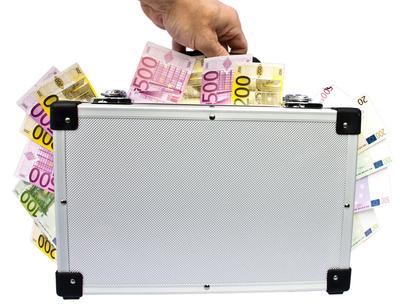 Geldkoffer tragen
