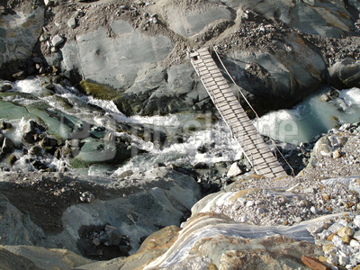 Brücke vom Fels zum Gletscher