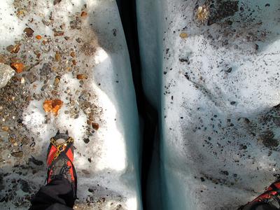 Gletscherweg mit kleinen Spalten
