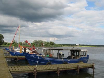 Fischerboot im Hafen von Kaminke