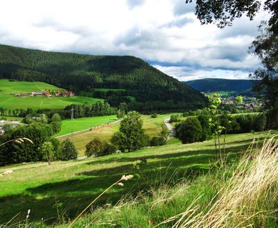 Schwarzwald - Blick ins Murgtal mit S-Bahn