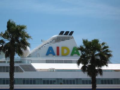 Traumschiff im Hafen von Santander