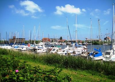 Am Yachthafen von Harlesiel
