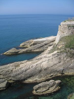 Stadtmauer im Meer (Teilansicht)