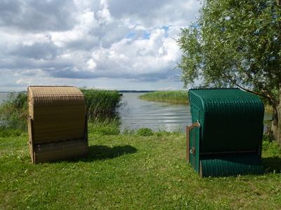 Strandkörbe an einem See in Warthe auf Usedom