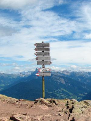 Wegweiser in Südtirol
