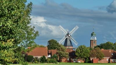 Ditzum/Ems Mühle und Kirche