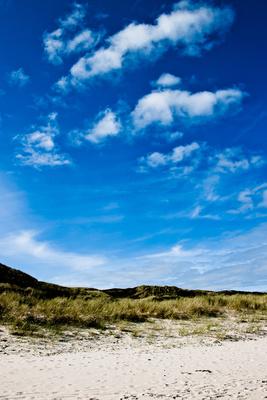 Dünen, Sand, Strand, Meer und Wolken