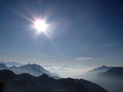 Dunstschleier über den Tessiner Alpen