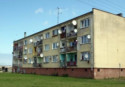 Wohnhaus mit Satelliten