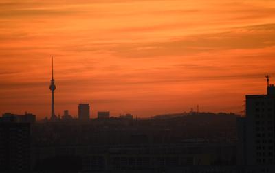 Berliner Fernsehturm im Abendlicht