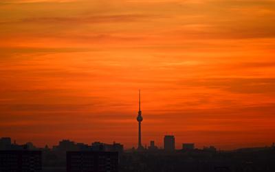 Berliner Fernsehturm nach Sonnenuntergang