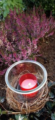 Eine Kerze am Grab