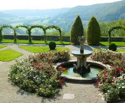 romantischer Schlossbrunnen 2