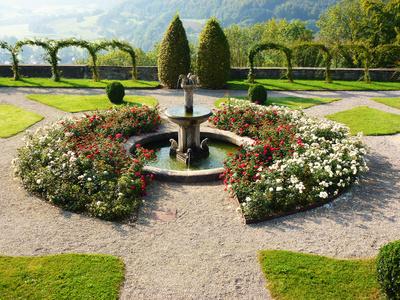 romantischer Schlossbrunnen 3