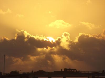 Sonnenaufgang mit Wolken am Golf von Mexico
