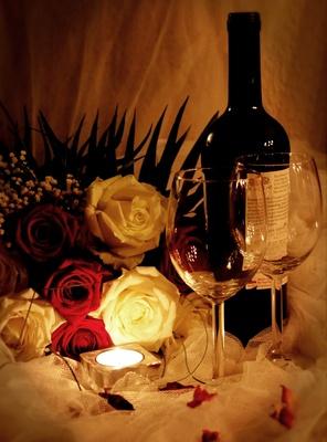 Romantik mit Wein und Rosen