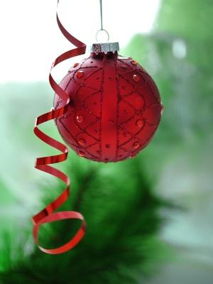 rote Weihnachtskugel . . .