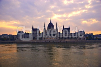 Die Fassade des Parlaments