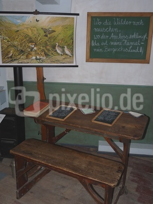 Alte Schulbank 2