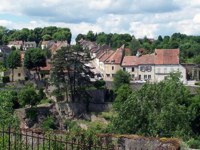 Romantisches Städtchen in Burgund