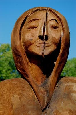 weibliche Holz-Skulptur