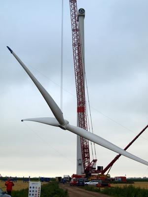 Aufbau einer Windkraftanlage - Rotormontage