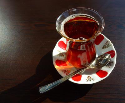 heißer türkischer Tee im Glas