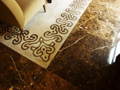 Edler Teppich und Marmor
