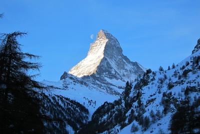 Matterhorn mit Mond