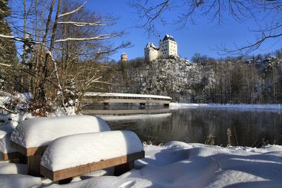 Schnee und Schloss Burgk