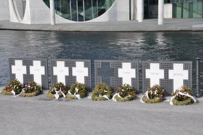 Die weißen  Kreuze der Maueropfer