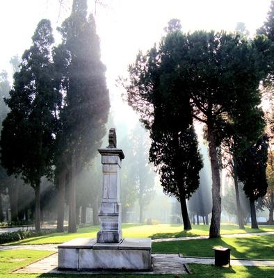 Denkmal im Sonnenstrahl