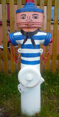 Hydrant im Faschingskostüm