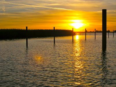 Sonnenuntergang am Sandstedter Hafen