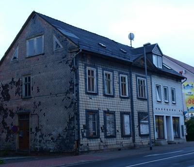 renovierungsbedürftiges Wohnhaus