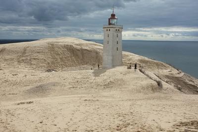 Leuchtturm im Sand gefangen