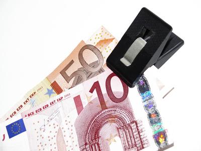 Euro klammern _ ?