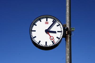 Es wird Zeit - Bahnhofsuhr auf Rügen
