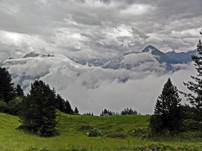 Zillertal in Wolken