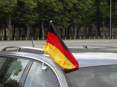 Deutschlandfahne am Auto