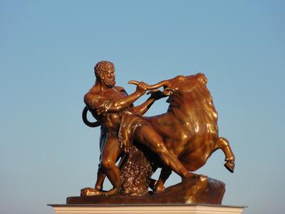 Herakles, den kretischen Stier bändigend