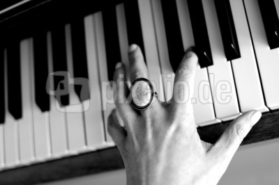 klavierspielende Hand