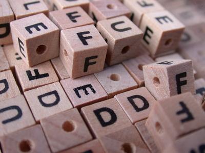 Basteln mit Buchstabenwürfeln