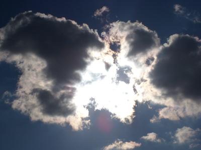 Himmel hinter Wolken