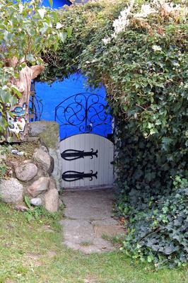 Eingang zur »blauen Scheune« auf der Insel Hiddensee