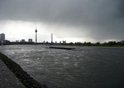 Düsseldorf -Hafen, Gegenlicht