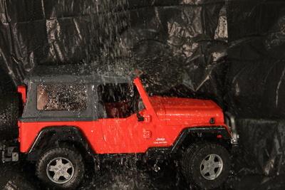 Jeep im Regen