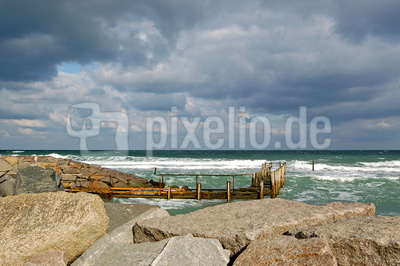 Marode Steganlage im Fischerhafen von Vitt bei Kap Arkona (Rügen)