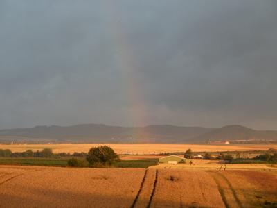 Sonnenaufgang mit Regenbogen